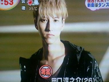 """ทากุจิ จุนโนะสุเกะ กลายเป็นหนุ่มผมบลอนด์ในพีวี """"Fumetsu no Scrum"""" จาก KAT-TUN!"""