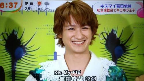 มิยาตะ โทชิยะ แห่ง Kis-My-Ft2 กลายร่างเป็นเจ้าชายหนุ่มในละครเวที The Adventures of Kifushamu