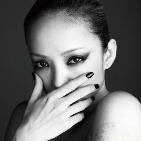 """FEEL"" โดย นามิเอะ อามูโระ ขึ้นแท่นอัลบั้มจากศิลปินเดี่ยวยอดขายสัปดาห์แรกสูงสุดเท่าที่มีมาในปี 2013"