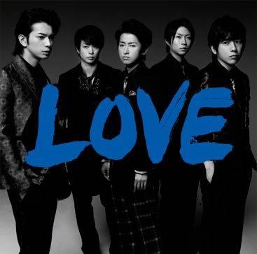 """อาราชิ ทะยานสู่อันดับหนึ่งตามคาด หลังส่ง """"LOVE"""" ทำยอดขายสัปดาห์แรกสูงถึง 670,000 แผ่น!"""