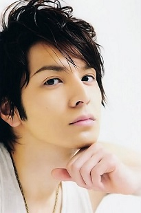 Ikuta-Toma-right-profile-photo-01