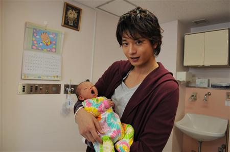 มุคาอิ โอซามุ ปลื้มกำลังจะได้เป็น 'คุณพ่อ' หลังภรรยาคนสวย คุนินากะ เรียวโกะ ตั้งครรภ์ลูกคนแรกเป็นที่เรียบร้อย!