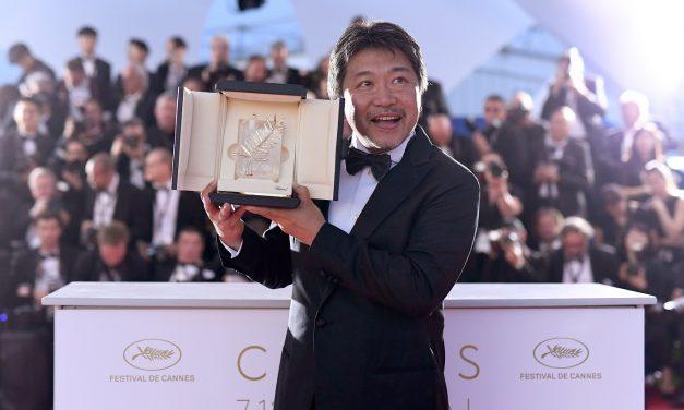 โคเรเอดะ ฮิโรคาสุ  หลั่งน้ำตา นำ SHOPLIFTERS คว้ารางวัลปาล์มทองคำ  รางวัลสูงสุดจากเทศกาลภาพยนตร์เมืองคานส์ปีนี้  ในไทยเตรียมฉาย 2 สิงหาคม